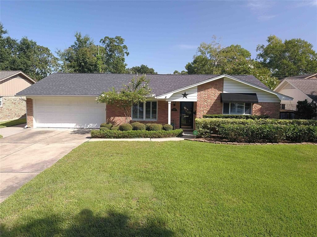 Photo for 2305 Lazybrook Drive, Houston, TX 77008 (MLS # 53917613)