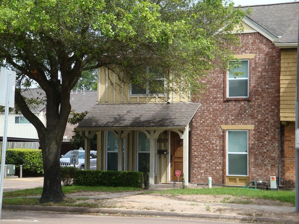 Photo for 10386 Hammerly Boulevard #32, Houston, TX 77043 (MLS # 80697626)