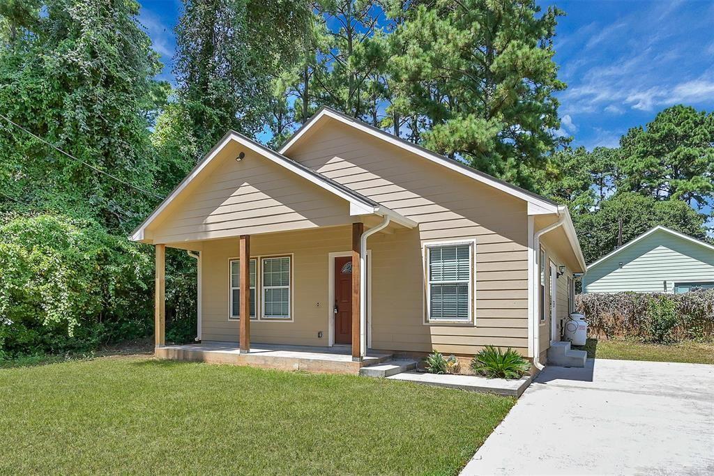 Photo for 16818 W Forrestal, Montgomery, TX 77316 (MLS # 8977626)