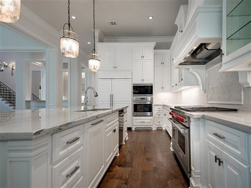 Photo of 10 Old Overton Place, The Woodlands, TX 77389 (MLS # 48880630)