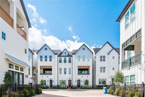 Photo of 3331 Timbergrove Heights, Houston, TX 77008 (MLS # 53032638)