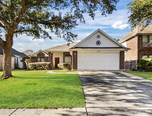 Photo of 2902 Sailors Moon Drive, Friendswood, TX 77546 (MLS # 88792649)