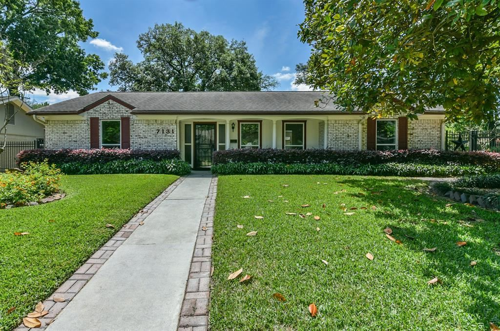 Photo for 7131 Hartland Street, Houston, TX 77055 (MLS # 91591674)