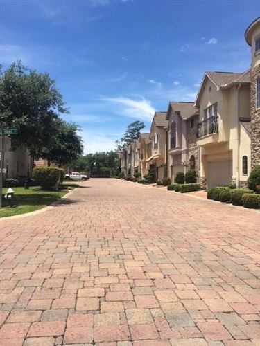 Photo of 1303 Sherwood Point Lane, Houston, TX 77043 (MLS # 80467677)