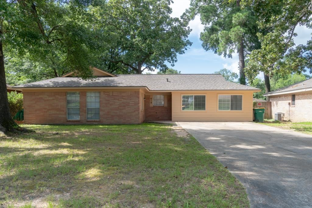 Photo for 619 Hildred Avenue, Conroe, TX 77303 (MLS # 97564682)