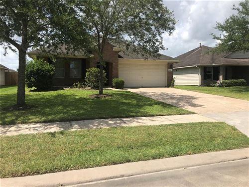 Photo of 2908 Meridian Bay Lane, Dickinson, TX 77539 (MLS # 37911693)