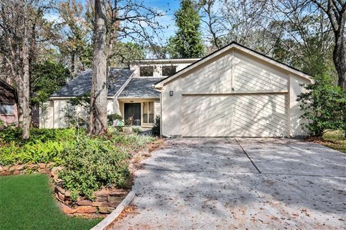 Photo of 8 Mayfair Grove Court, The Woodlands, TX 77381 (MLS # 98816697)