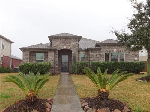 Photo of 692 Fountain View Lane, League City, TX 77573 (MLS # 71844704)