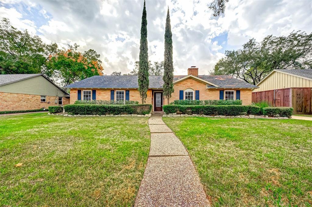 Photo for 10723 Inwood Drive, Houston, TX 77042 (MLS # 10361717)
