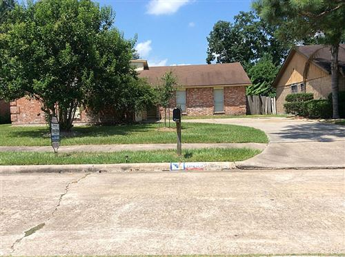 Photo of 16330 QUAIL HUNT, Houston, TX 77489 (MLS # 9763720)