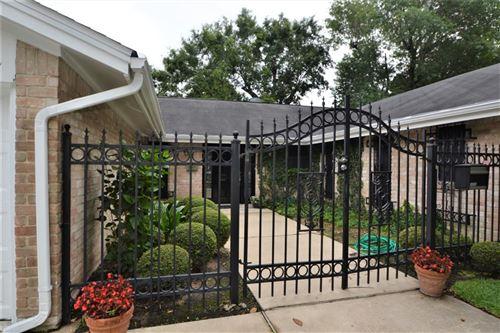 Photo of 10507 Brinwood Drive, Houston, TX 77043 (MLS # 22243723)