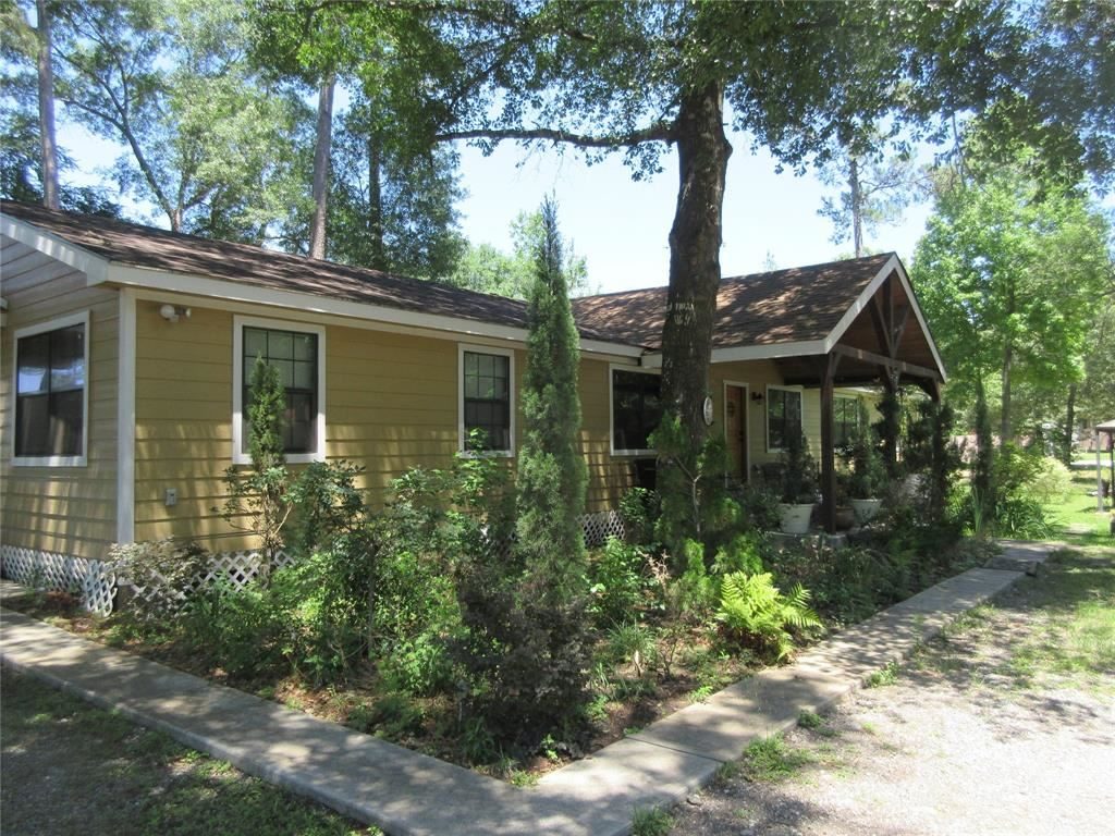 Photo for 228 Hall Drive, Montgomery, TX 77316 (MLS # 15511728)