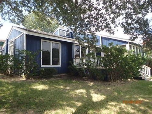Photo of 33 April Point Drive, Conroe, TX 77356 (MLS # 20751729)