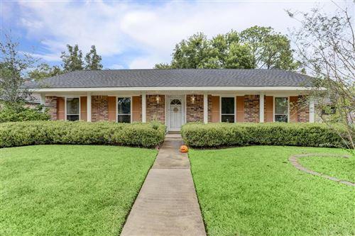 Photo of 13730 Overbrook Lane, Houston, TX 77077 (MLS # 70371732)