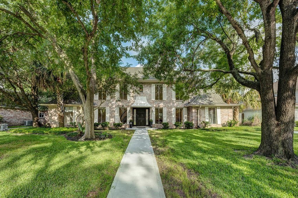 Photo for 1310 E Vistawood Drive, Houston, TX 77077 (MLS # 5216752)