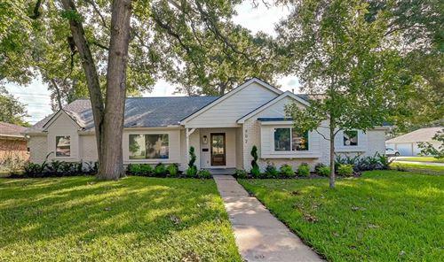 Photo of 902 Wycliffe Drive, Houston, TX 77079 (MLS # 51010760)