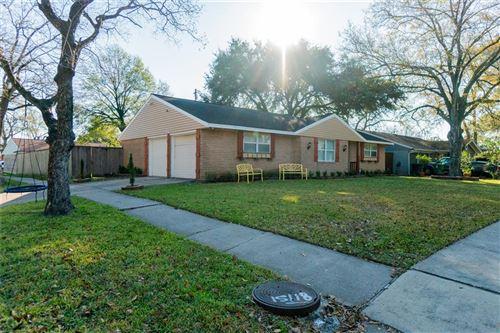 Photo of 8103 Bonhomme Road, Houston, TX 77074 (MLS # 25221761)
