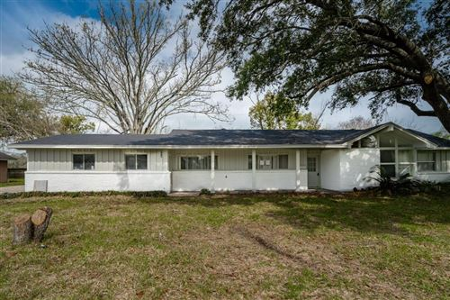 Photo of 224 Seagrove Street, Shoreacres, TX 77571 (MLS # 56190771)