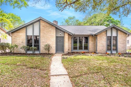 Photo of 4019 Pecan Knoll Drive, Houston, TX 77339 (MLS # 80359799)