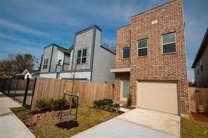 Photo of 405 E 42nd Street, Houston, TX 77022 (MLS # 52265802)