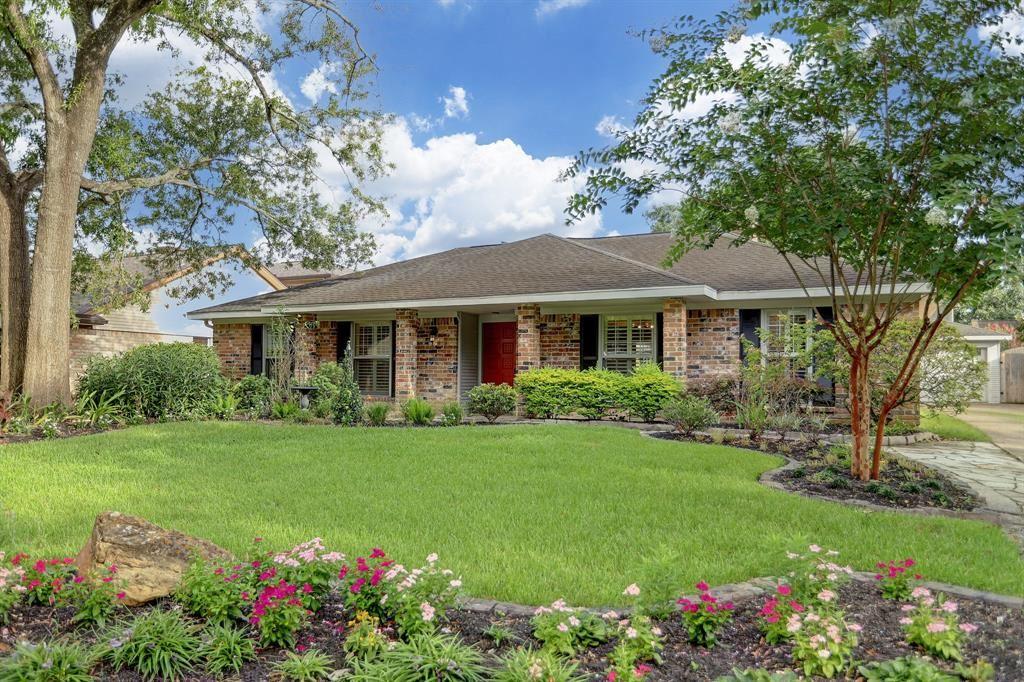 Photo for 10827 Olympia Drive, Houston, TX 77042 (MLS # 98947803)