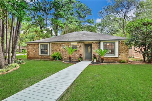 Photo of 2 E Woodtimber Court, The Woodlands, TX 77381 (MLS # 92667825)