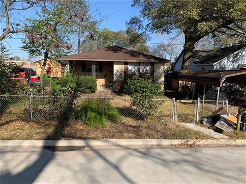 Photo of 137 Davis Street, Humble, TX 77338 (MLS # 11369834)