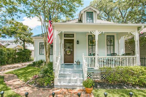 Photo of 905 W 14th Street, Houston, TX 77008 (MLS # 73614845)