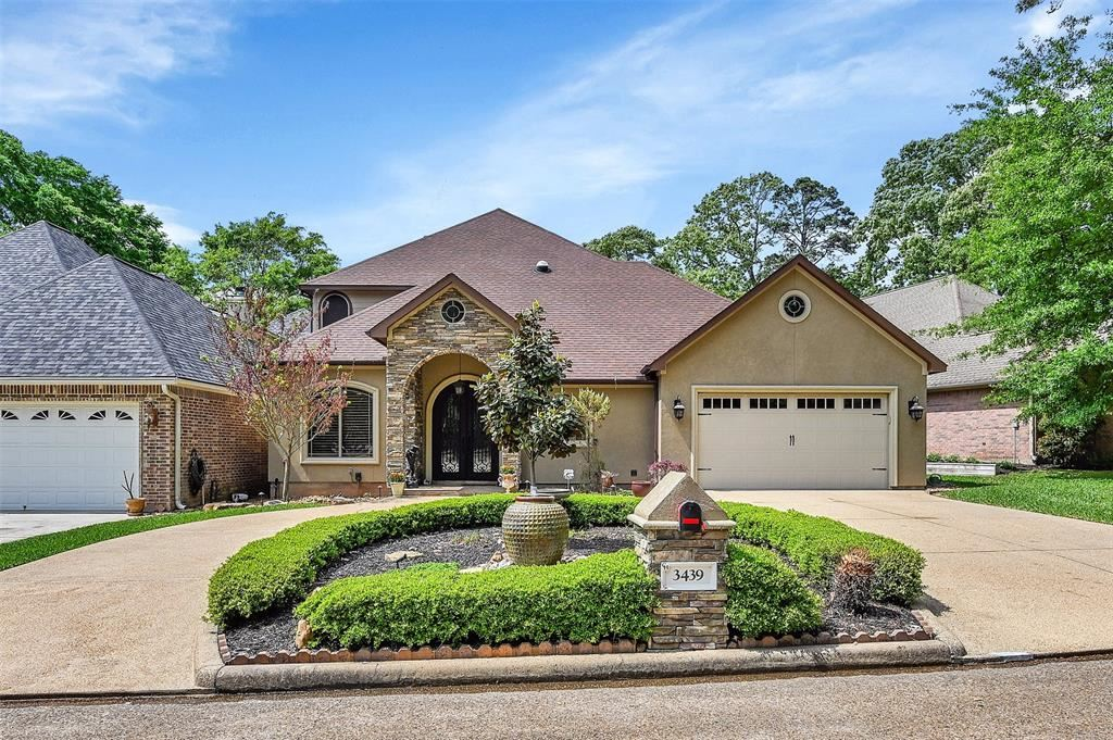 Photo for 3439 Country Club Boulevard, Montgomery, TX 77356 (MLS # 77572846)