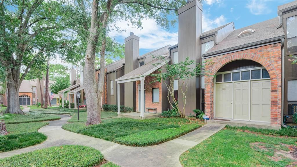 Photo for 701 Bering Drive #1605, Houston, TX 77057 (MLS # 90756872)