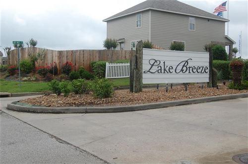 Photo of 10748 S Lake Mist Lane, Willis, TX 77318 (MLS # 83192882)