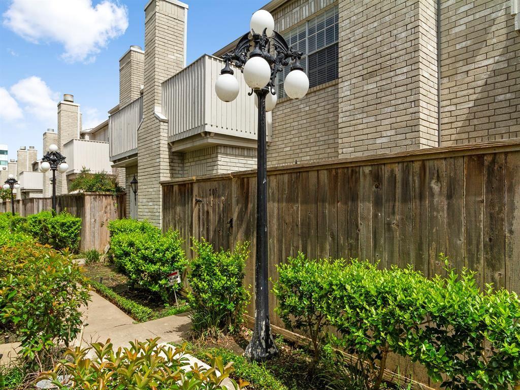 Photo for 3800 Tanglewilde Street #705, Houston, TX 77063 (MLS # 11754889)