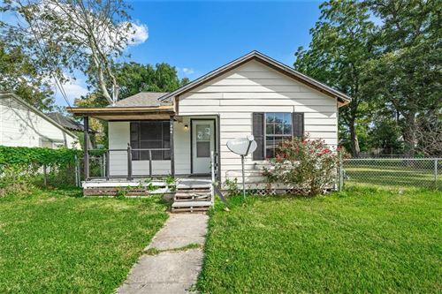 Photo of 306 E Gulf Street, Baytown, TX 77520 (MLS # 56862890)