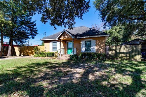Photo of 111 E Southland Avenue, Alvin, TX 77511 (MLS # 37761892)