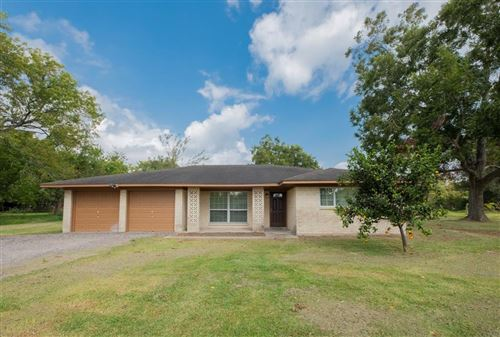 Photo of 115 Barbers Hill Road, Highlands, TX 77562 (MLS # 8595900)