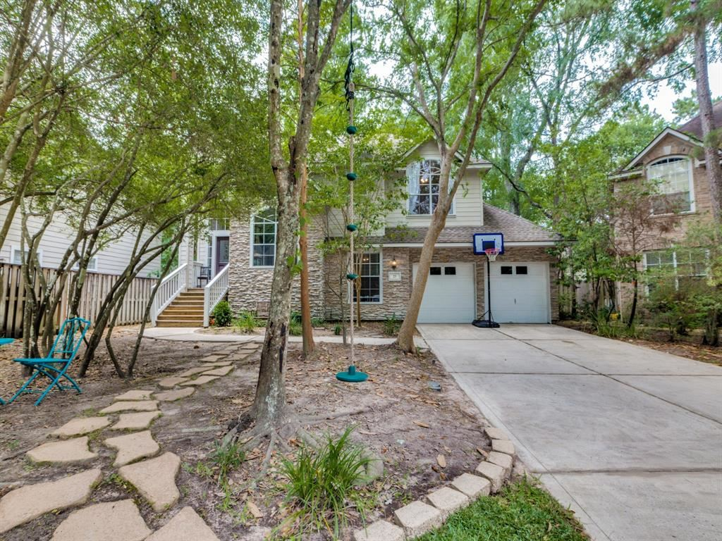 Photo for 23 Egan Lake Place, The Woodlands, TX 77382 (MLS # 79394901)