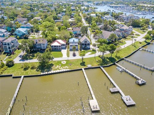 Photo of 1111 N Shore Drive, Clear Lake Shores, TX 77565 (MLS # 14042903)