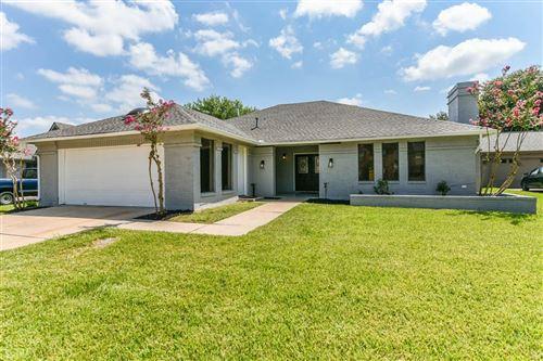 Photo of 610 Woodlake Circle, Sugar Land, TX 77498 (MLS # 35457919)
