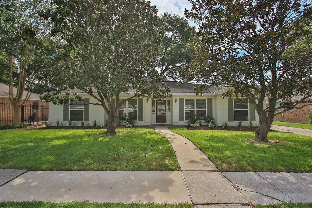 Photo for 6127 Yarwell Drive, Houston, TX 77096 (MLS # 10846927)