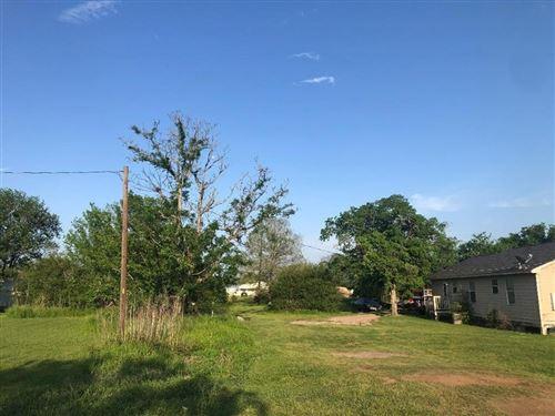 Photo of 326 5th Street, Hempstead, TX 77445 (MLS # 8549928)