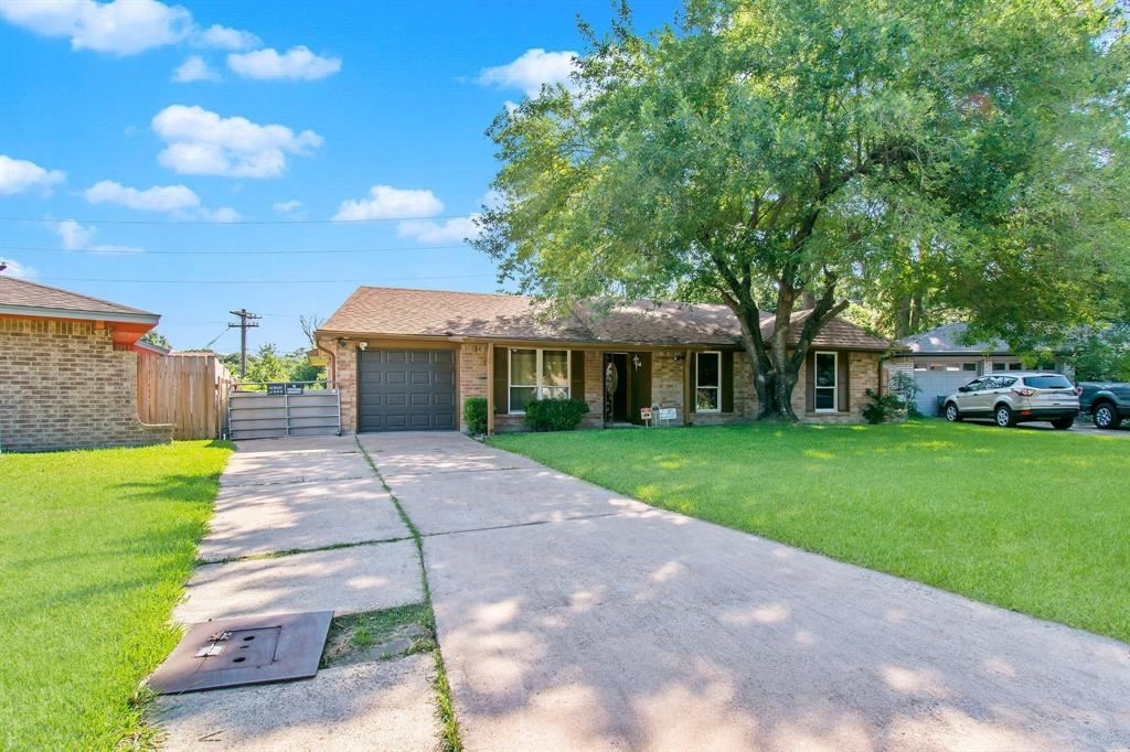 Photo for 6322 French Chateau Drive, Houston, TX 77088 (MLS # 97032932)