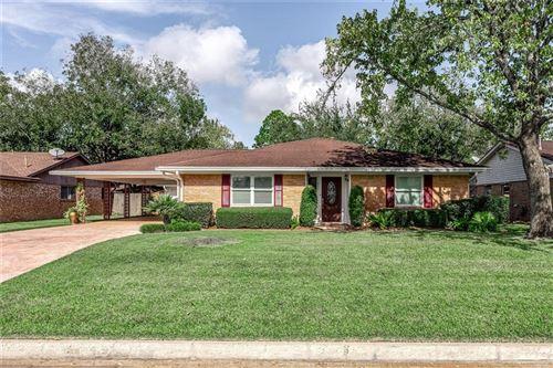 Photo of 413 Morningside Drive, Friendswood, TX 77546 (MLS # 68046933)