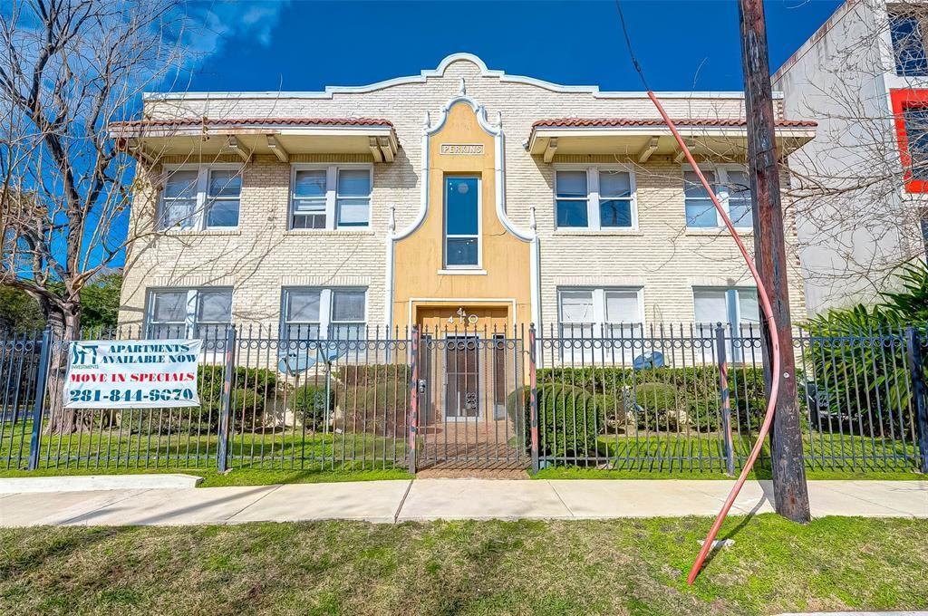 Photo for 410 W Main Street #4, Houston, TX 77006 (MLS # 64818934)