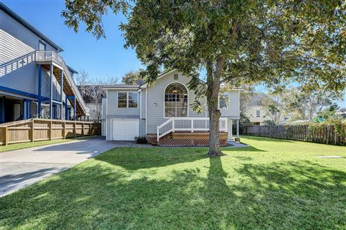 Photo of 903 Elm Road, Clear Lake Shores, TX 77565 (MLS # 61048936)