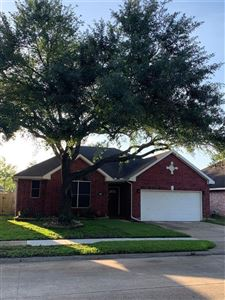 Photo of 915 Portsmouth Drive, Pearland, TX 77584 (MLS # 16336937)