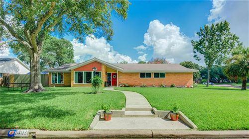 Photo of 1403 Saxony Lane Lane, Nassau Bay, TX 77058 (MLS # 41307952)