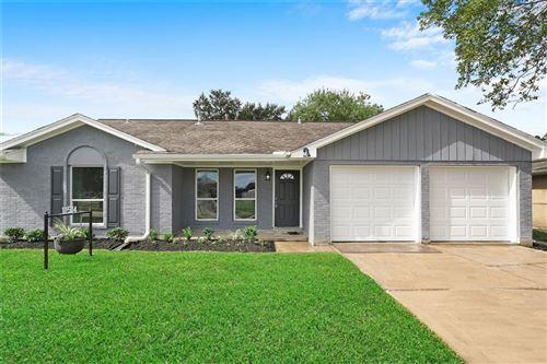 Photo of 11514 Glenhollow Drive, Houston, TX 77048 (MLS # 41164959)