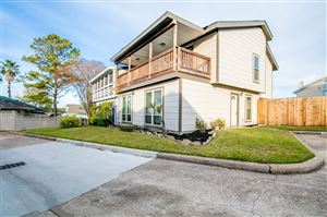 Photo of 118 April Point Drive, Conroe, TX 77356 (MLS # 83034965)