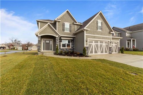 Photo of 801 SE Meadowlark Drive, Blue Springs, MO 64014 (MLS # 2193003)