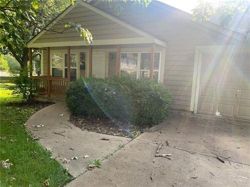 Photo of 9450 Haskins Street, Lenexa, KS 66215 (MLS # 2337006)